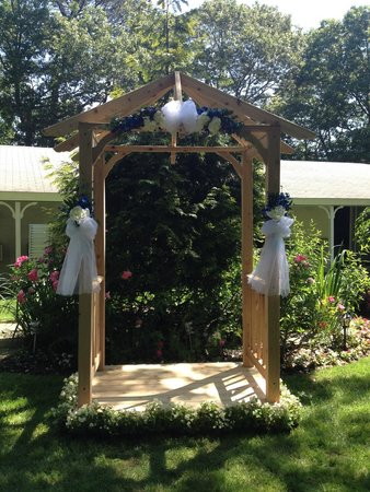 Bowen's by the Bays: Wedding arbor outside the motel rooms