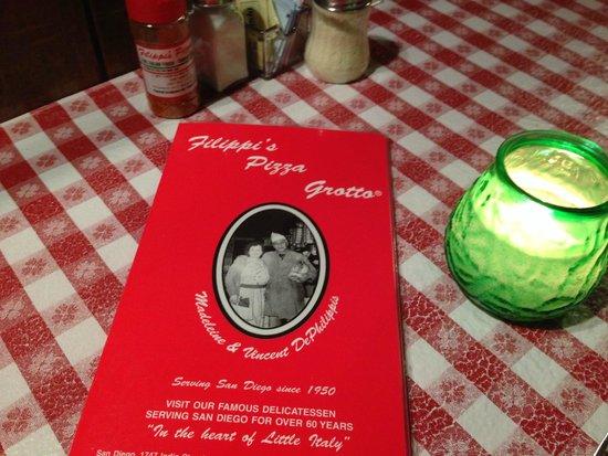 Filippi's Pizza Grotto : Menu and tablecloth