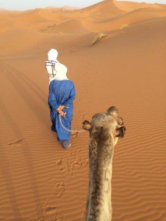 Sahara Tours 4x4 : Our guides taking us to camp at Merzouga