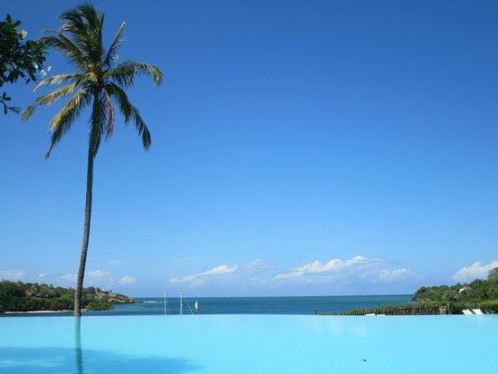Mnarani Hotel: pool