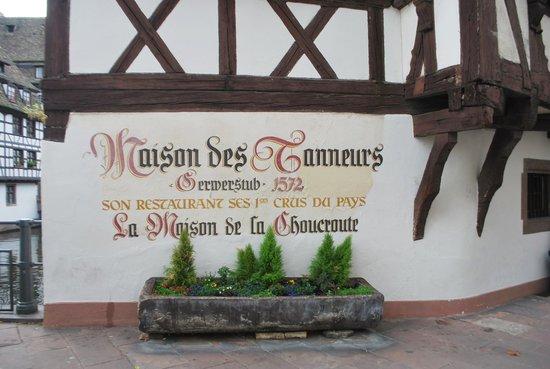 Maison des Tanneurs: Le restaurant au bord de l' eau