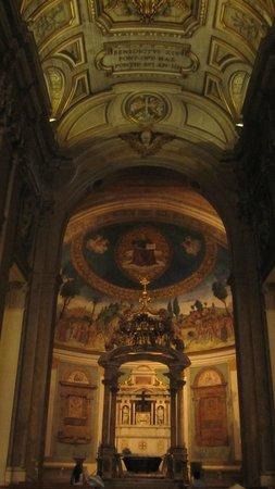 Basilica di Santa Croce in Gerusalemme: Navata centrale