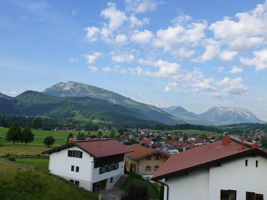 Ferienwohnungen Neumaier: Blick zum Unterberg vom Balkon der Panorama Whg.