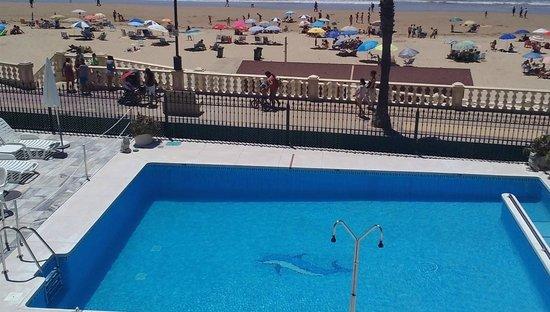 Hotel Apartamentos Marina Luz: Marina Luz Pool and Beach