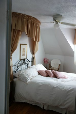 A la Claire Fontaine de Beebe: Bedroom