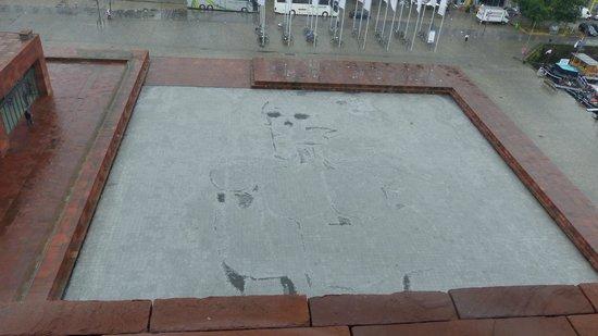 MAS - Museum aan de Stroom: Skull in Plaza