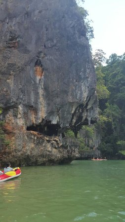 Phang Nga Bay: Giant fish with sharp teeth