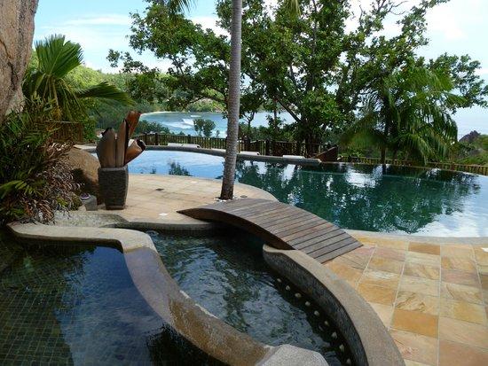 Valmer Resort: Piscine et vue de l'hôtel
