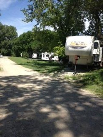 Kansas City West / Lawrence KOA: You park on the mud and gravel