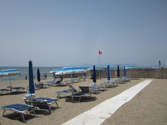 Savoy Beach Hotel: Beach 250 meters from hotel