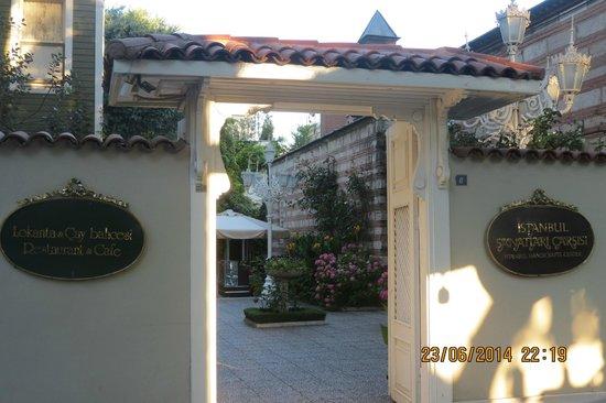 Hotel Yesil Ev: entry