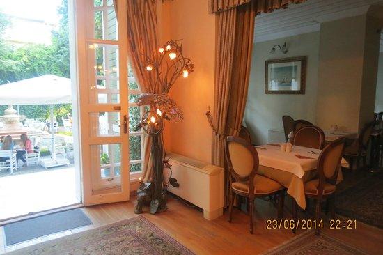 Hotel Yesil Ev: reception area