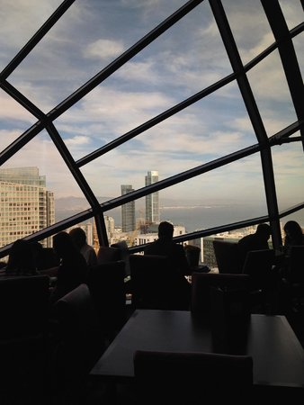 San Francisco Marriott Marquis: The View Lounge atop the SF Marriott Marquis