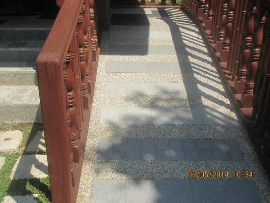 Sophia's Garden Resort: access to the rooms via wheelchair