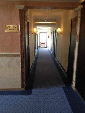 Guadalupe Hotel: 3rd floor corridor