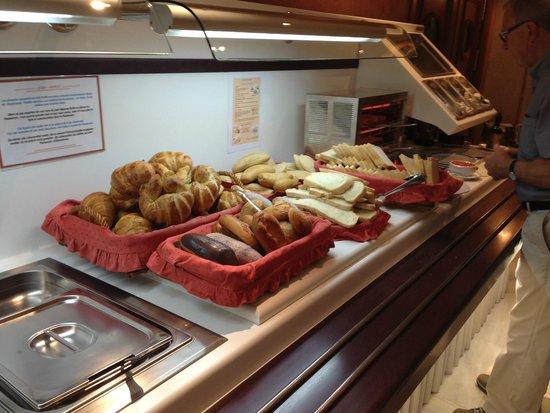 Guadalupe Hotel: Breakfast buffet