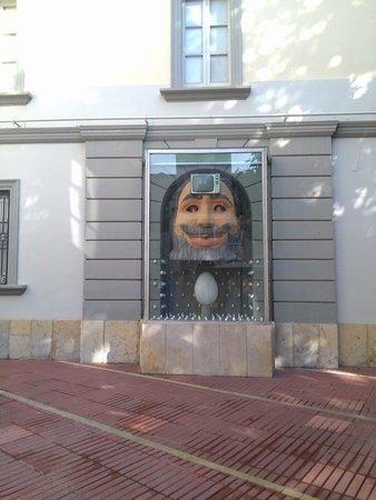 Dali Theatre-Museum: Современный человек (прошу прощение за качество фото)
