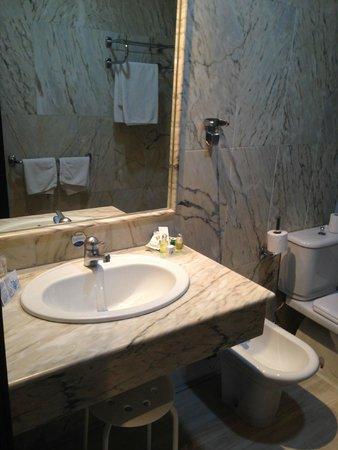 Guadalupe Hotel: Bathroom
