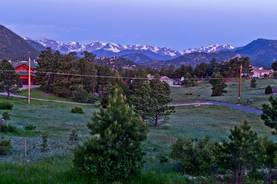 Comfort Inn Estes Park: Picture taken from our balcony very early in the morning...Beautiful view
