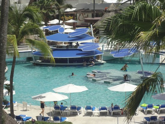 Hard Rock Hotel Vallarta: View of swim up bar from our hotel room 4043