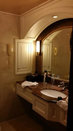 InterContinental Grand Stanford: Bathroom