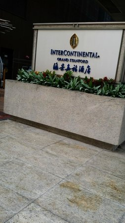 InterContinental Grand Stanford : The entrance