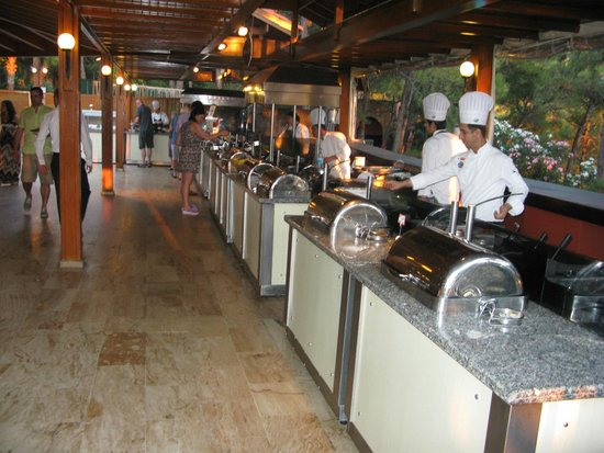 Sensimar Marmaris Imperial: Chefs in Self Service Dining Area