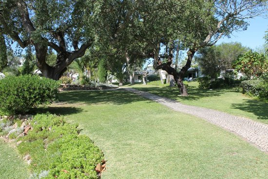 Balaia Golf Village: -