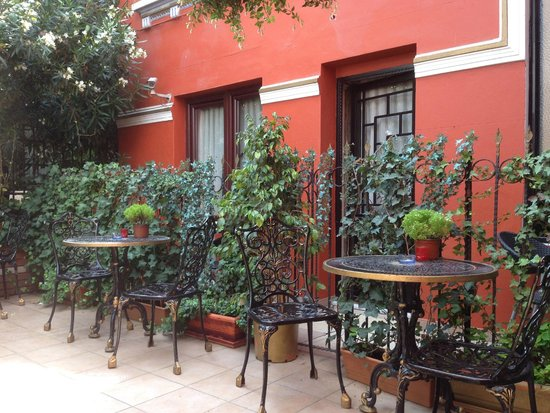 Angel's Home Hotel: terrasse fumeur