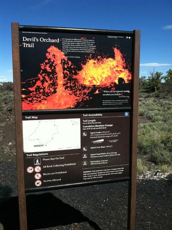 Craters of the Moon National Monument : Devil's Orchard Trail head