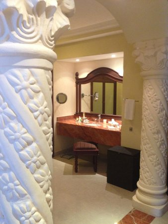 The Royal Playa del Carmen: Bathroom