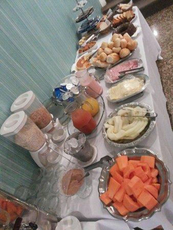 Gran Chevalier Hotel : Café da manhã