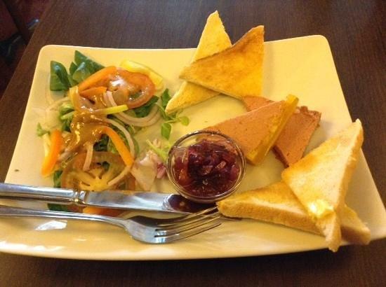 Golden Lion Hotel & Restaurant: pate on toast