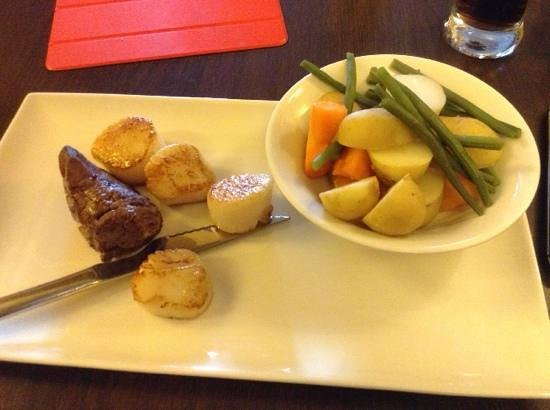 Golden Lion Hotel & Inn: surf and turf main