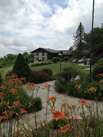 Switzerland Inn: The grounds and some of the resort