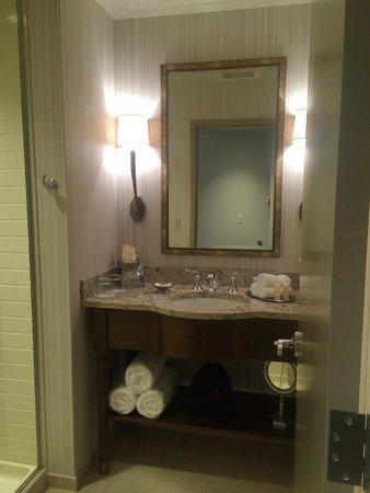 The Sewanee Inn: Bathroom