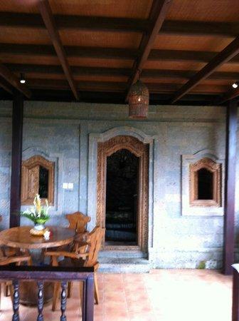 Tanah Merah Art Resort: bathroom house