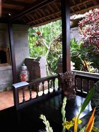 Tanah Merah Art Resort: villa terrace