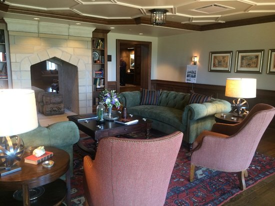 The Sewanee Inn: Downstairs parlor