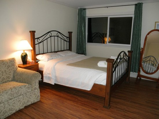 Above the Inlet B and B and Vacation Rentals : Add this bed room to Penthouse suite $60 per night