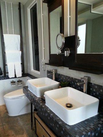 Bathroom - Deluxe Ocean View