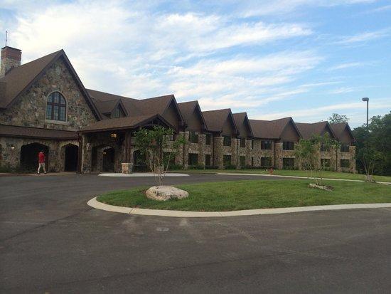 The Sewanee Inn: Front