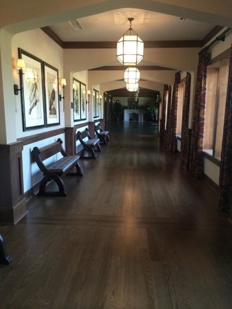The Sewanee Inn: Hallway to function rooms