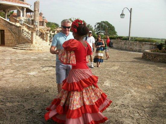 Altos de Chavon: aqui bailando con una guapa dominicana