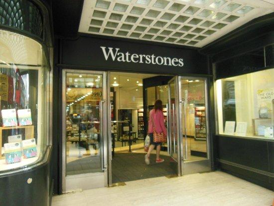 Waterstone's Booksellers Ltd: Fachada da Waterstones