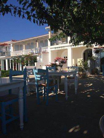 Sirocco Hotel: Pool area