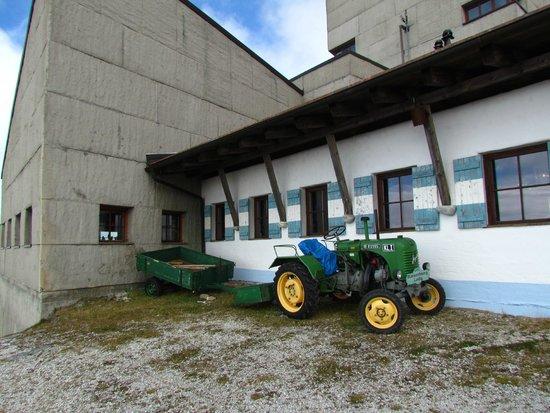 Bergrestaurant Kaiserburg: Веселый трактор
