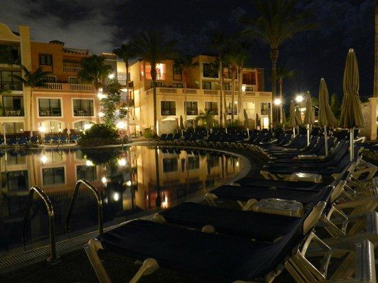 Sunlight Bahia Principe Tenerife: poolside at night