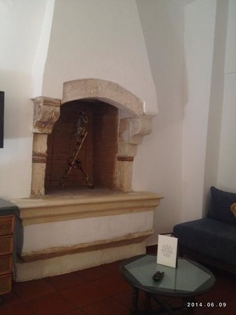 Rimondi Boutique Hotel : Fireplace in Room