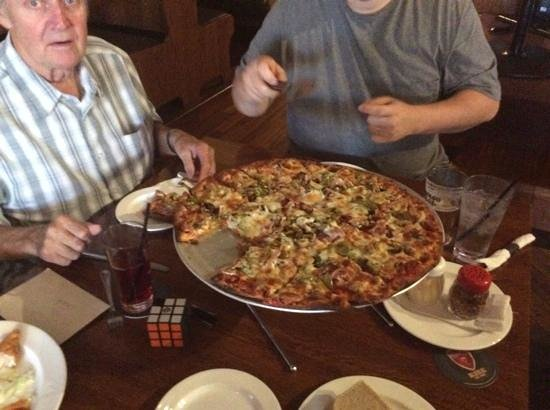 The Walnut Speakeasy : large thin crust